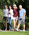 Lana_Del_Rey_with_Jamie_King_and_her_parents_in_LA_01122013_28729.JPG